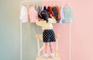 À quel âge laisser son enfant choisir ses vêtements